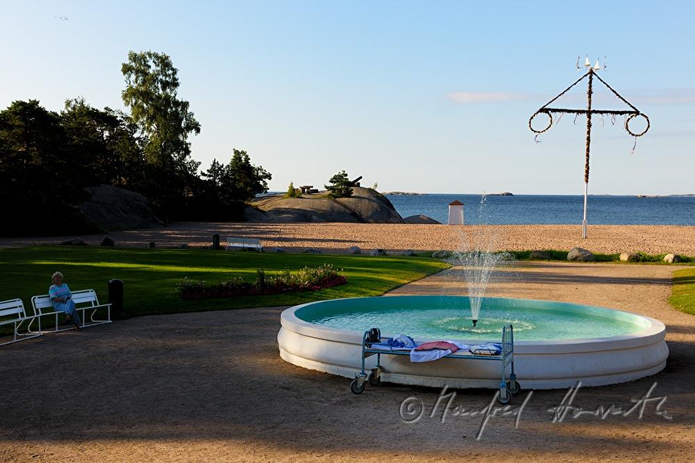 manfred horvath brunnen und bett am strand im kurpark siebenschl fertag. Black Bedroom Furniture Sets. Home Design Ideas